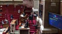 Drapeaux français dans les salles de classe : pas de consensus chez les députés