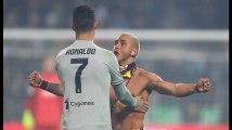Un homme est parvenu à distraire les stewards pour courir en direction de Cristiano Ronaldo lors de Sassuolo-Juventus