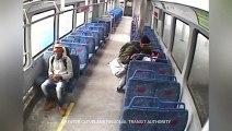Il sort fumer une cigarette, le train part avec son bébé