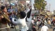 सपा कार्यकर्ता ने दरोगा को मारी लात और थप्पड़, पुलिस ने किया लाठीचार्ज