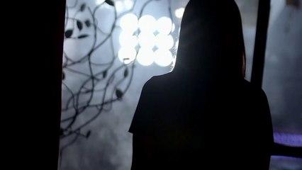 شيرين عبد الوهاب ترقص وتغني وتروي قصة حبها في تخاريف