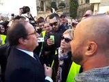 A Avignon, François Hollande s'arrête pour répondre aux questions de Gilets jaunes