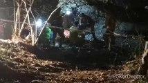 Le spéléologue qui a fait une chute de 15m, sort enfin de la grotte du Trou Bernard après 12h d'intervention à Yvoir