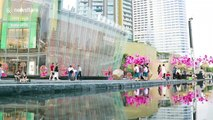 Tourists flock to see southeast Asia's longest water fountain