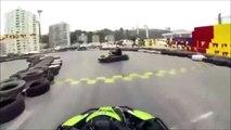 Il tente un selfie au milieu d'une piste de karting... Mauvaise idée