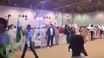 500 People Got Married In Dubai A l Arabic Grand Wedding Ceremony l Wedding Entry l Traditional Wedding Style l Wedding Entrance l With Arabic Musical Band l Highlights of Arabs Collective Wedding l A Row of Grooms is Entering in the Wedding Hall Awesome