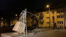 Wegen Missbrauchsvorwürfen: Priester-Statue niedergerissen
