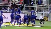 Gomis'in gol sevinci saha kenarındaki top toplayıcı çocuğun korkup kaçmasına neden oldu.