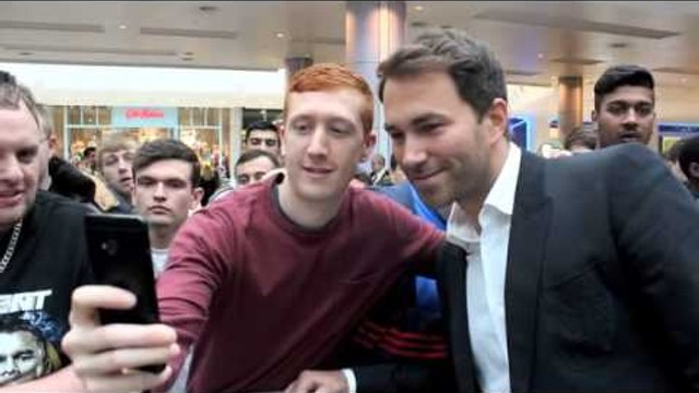 EDDIE HEARN MEETS & GREETS THE FANS @ GEORGE GROVES PUBLIC WORK OUT / CARL FROCH v GEORGE GROVES 2