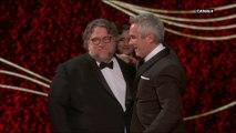 Guillermo del Toro remet l'Oscar du Meilleur Réalisateur à son compatriote Alfonso Cuarón pour Roma - Oscars 2019