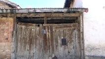 6 evde yıkılma tehlikesi...68 yaşındaki Hatice Şahin yıkılmak üzere olan evde tek başına yaşıyor
