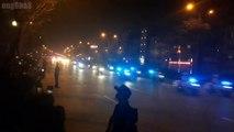 [ Trước Hội nghị thượng đỉnh Mỹ-Triều ngày 27,28/02/2019 ] Hà Nội tối ngày 26/02/2019: Đoàn xe của tổng thống Donald Trump trên đường từ sân bay Nội Bài về JW Marriott Hotel Hanoi: Người dân chờ đón trên đường Võ Chí Công - 5