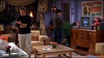 Friends - un matelas de sécurité s'est glissé dans cette scène de la saison 9