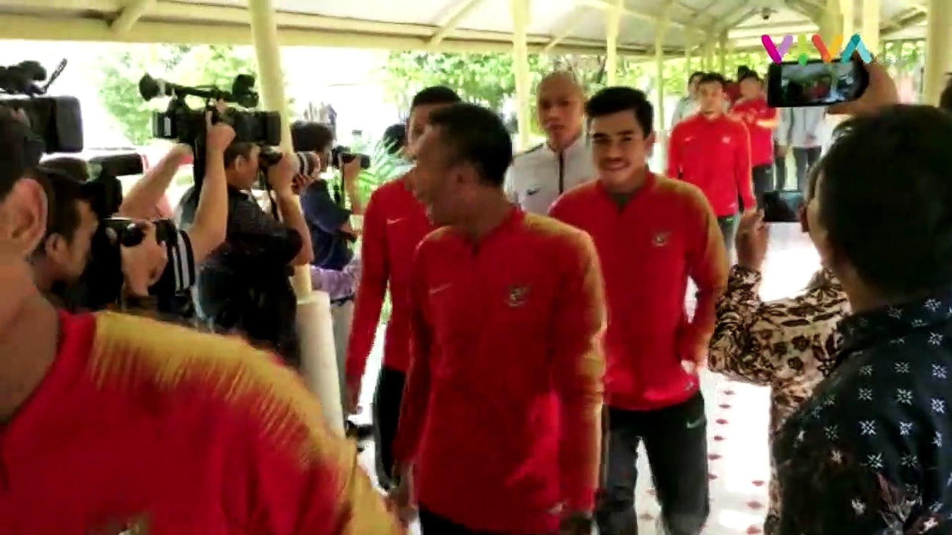 Arak-arakan Timnas Indonesia U-22 Menuju Istana Negara
