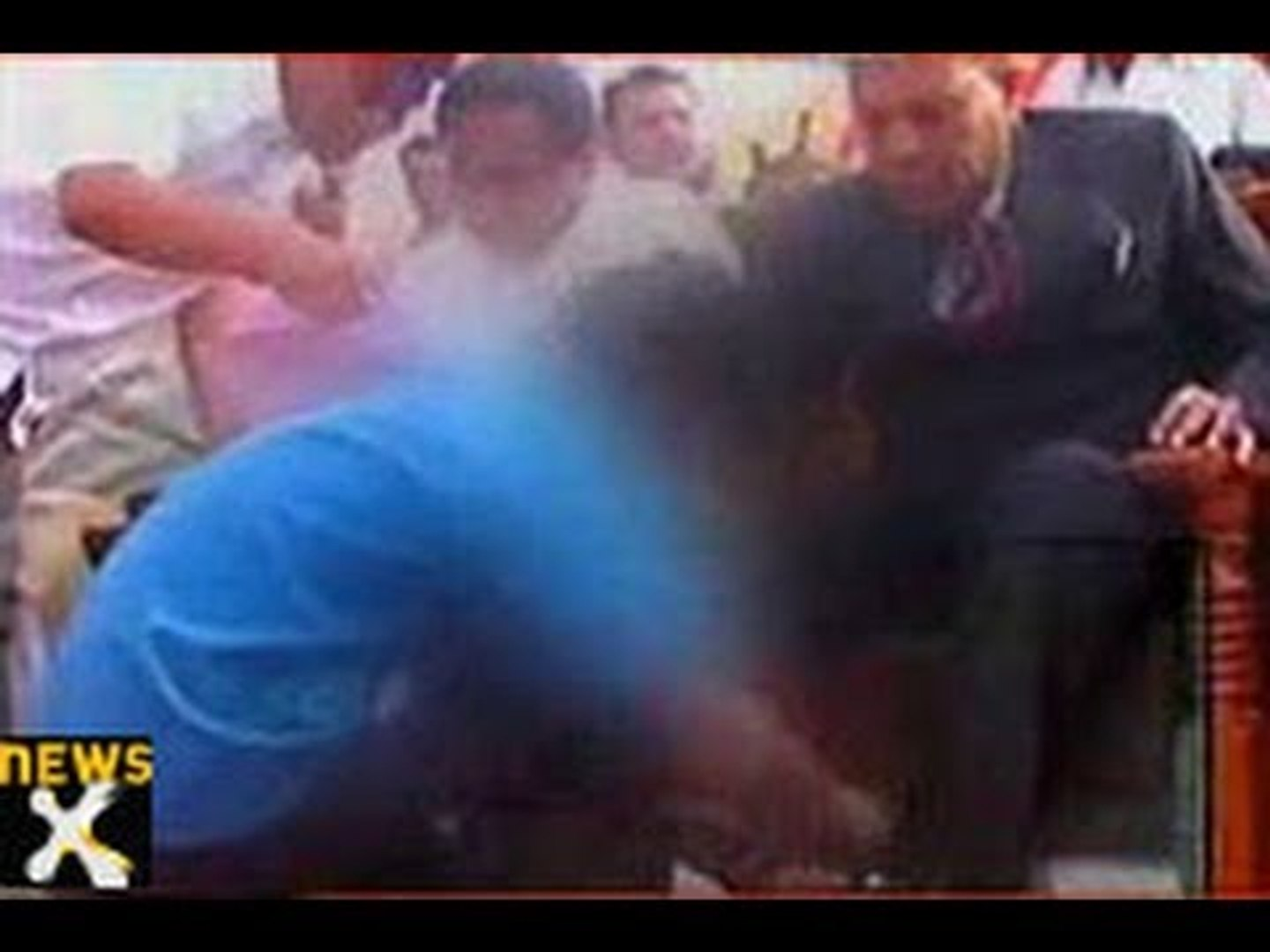 Minister makes  student tie his  shoe lace in MP
