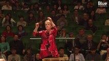 Cette cheffe d'orchestre américaine veut rendre la musique classique accessible à tous