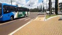 Carro interrompe faixa exclusiva na Av. Brasil