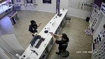 Un braqueur armé d'une machette tombe sur un vendeur armé….