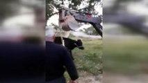 Çitlerde mahsur kalan inek iş makinesi yardımıyla kurtarıldı