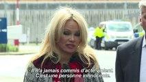 """Pamela Anderson appelle à """"sauver"""" Julian Assange"""