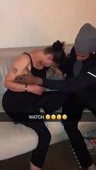 Il tente de porter sa copine ivre jusqu'à son lit