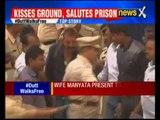 Actor Sanjay Datt walks out from Pune's Yerwada Jail