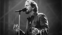 Eddie Vedder Covers 'A Star Is Born' Song On Tour