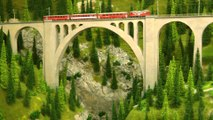 Model trains from Switzerland crossing the railroad bridge HOn3½ | Pilentum Television - The world of model trains