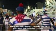 Carnaval: des costumes de Jean Paul Gaultier défilent à Rio