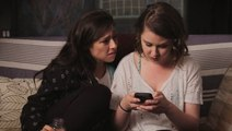 5 Stages Every Girl Goes Through When Snooping On Her Boyfriend's Phone