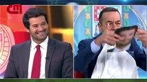Aníbal Pinto paga aposta a André Ventura e come melão em direto na CMTV