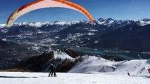 Hautes-Alpes  :  décollage spectaculaire du parapente à ski