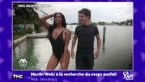 Martin Weill prend la pose avec une mannequin très sexy