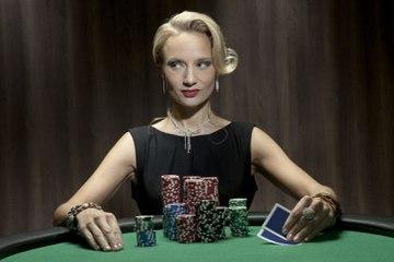 Wie blufft man beim Poker?