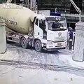 Et hop... la camion de ciment va disparaitre comme par magie