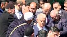 AK Parti İstanbul Büyükşehir Belediye Başkan Adayı Binali Yıldırım, cuma namazını Fatih Camisi'nde kıldı - İSTANBUL