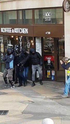 Montpellier : les gilets jaunes lancent un cacatov sur la BAC (09/03/2019, acte XVII)