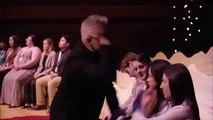 Une drôle de façon d'hypnotiser les spectateurs
