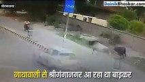 Shocking Video: Bike से जा रहे शख्स को सांड ने मारी जोरदार टक्कर...