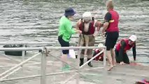 La seconde de gloire: des Australiens volants sautent dans l'eau