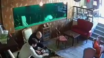 VIDÉO : Dans un bar, un aquarium explose soudainement sur des clients