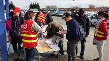 Opération de la CGT, à la portière de l'usine PSA de Sochaux, pour défendre les intérimaires