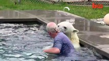 The Only Man In The World Who Can Swim With A Polar Bear Grizzly Man (1)