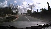 Un automobiliste oublie son clignotant pour changer de voie et ça finit mal pour lui !