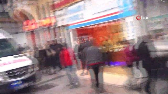 Taksim'de otelin 8'inci katından düştüler: 1 ölü 1 yaralı