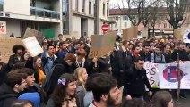 350 lycéens défilent à Bourg-en-Bresse pour le climat