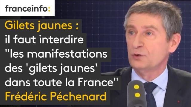 """Il faut interdire """"les manifestations des 'gilets jaunes' dans toute la France"""", car ce sont des """"attroupements"""", estime Frédéric Péchenard"""