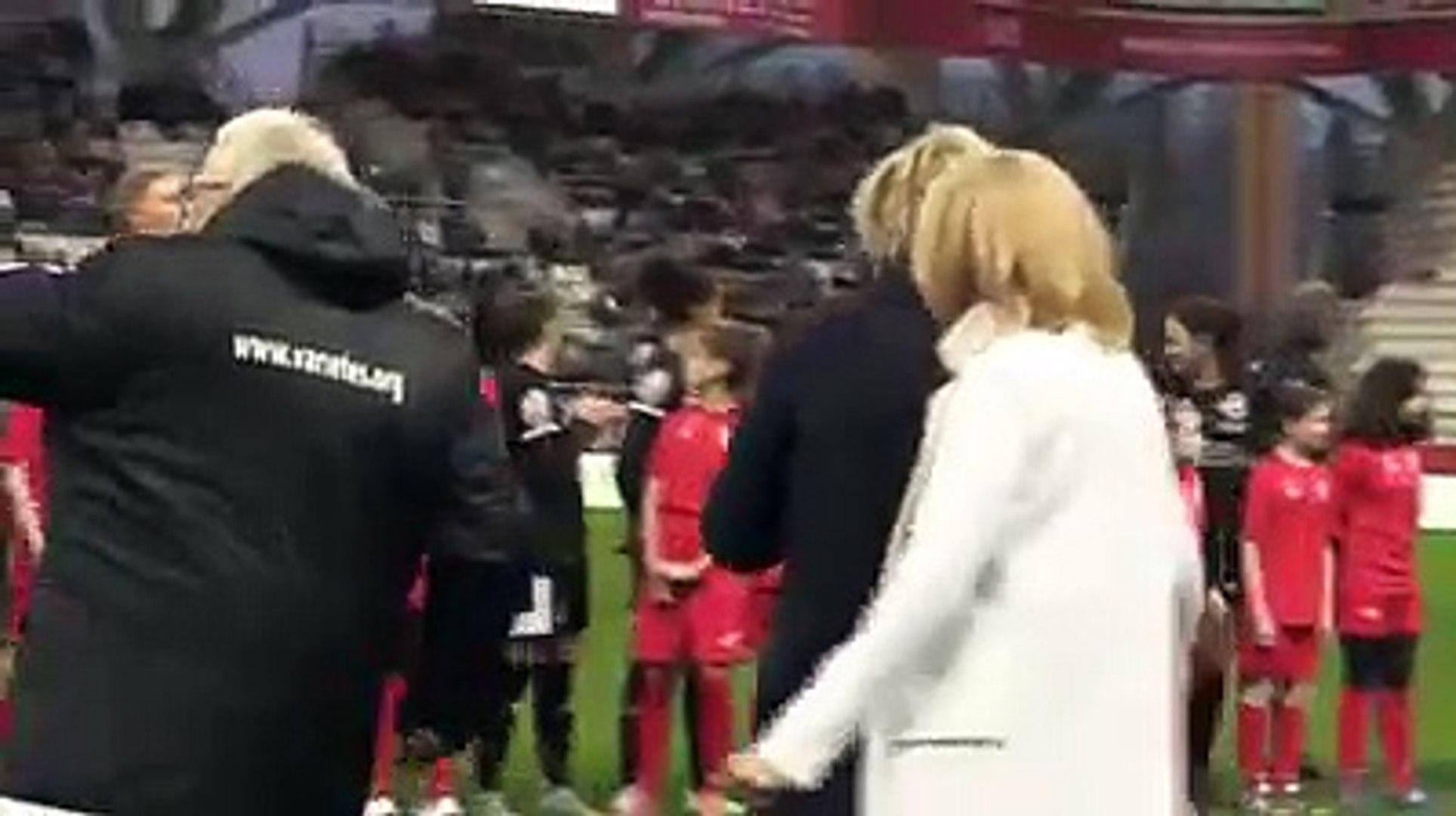 Brigitte Macron sifflée et huée dans un stade.