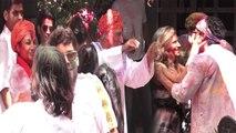 Farhan Akhtar & Shibani Dandekar enjoy at Javed Akhtar & Shabana Azmi's Holi party | FilmiBeat