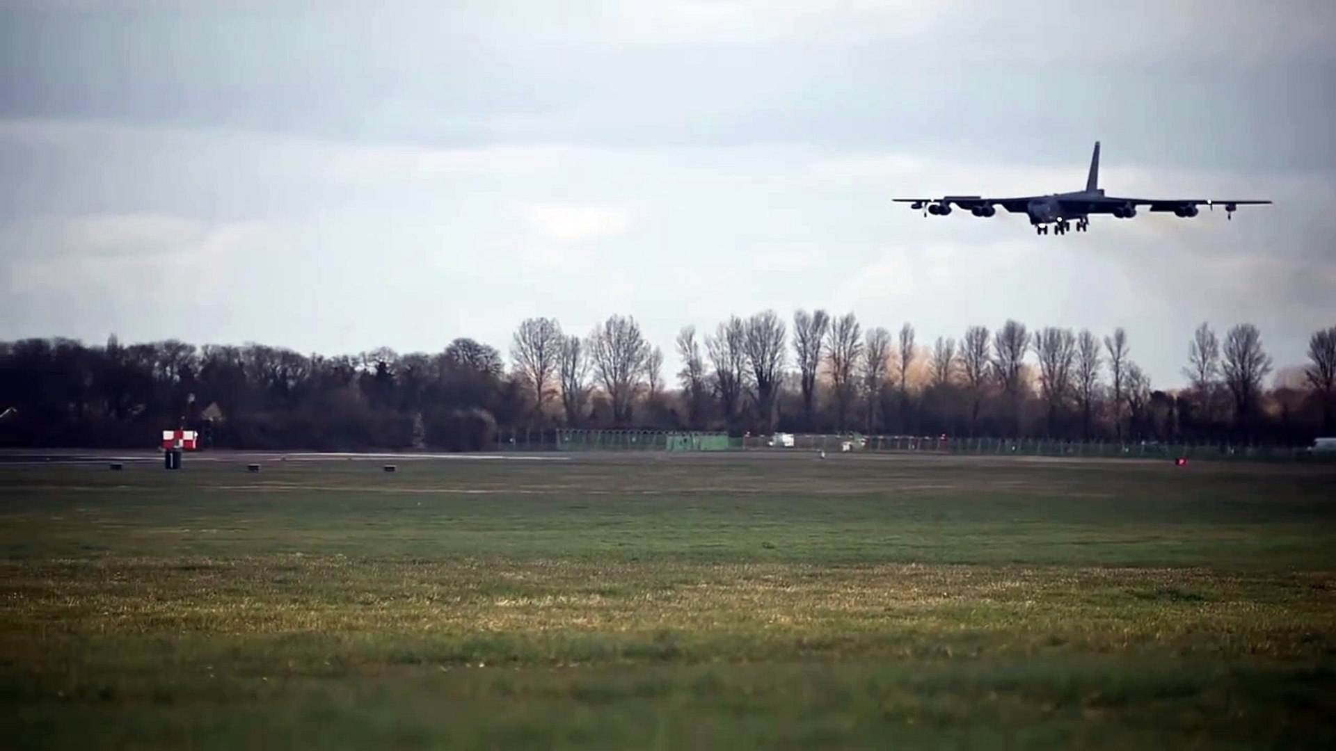 B-52 Bombers Land & Bounce At RAF Fairford (2019)